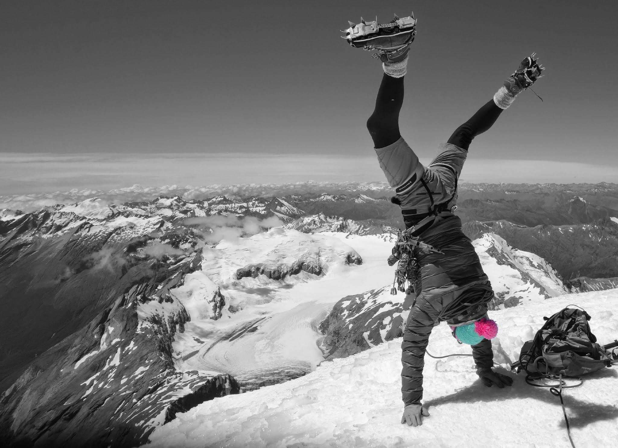 Ivo Meier Bergfuehrer auf Tour Mount Aspiring Handstand Gipfel