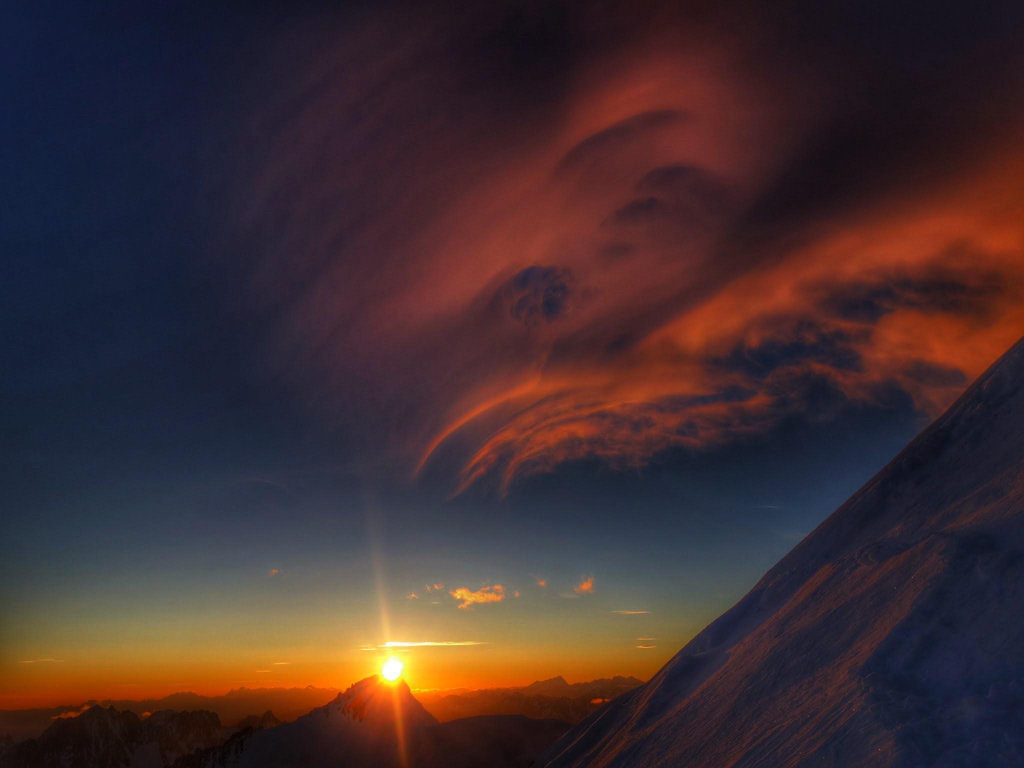Tour Mont Blanc Bergfuehrer Ivo Meier Aufstieg Sonnenaufgang